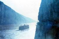 大江上的船